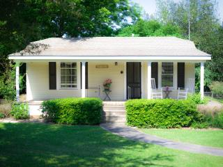 Quaint Round Top Cottage with rocking chair views! - Round Top vacation rentals