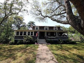 QUINTESSENTIAL VINEYARD SUMMER HOME - Oak Bluffs vacation rentals