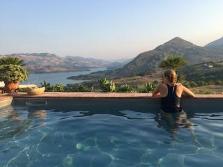 Sea, lake, mountains and a castle too - Caccamo vacation rentals