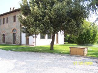 CASA AUTONOMA - Castiglion Fiorentino vacation rentals