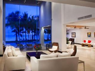 Beachfront Casa Del Mar- intimate pool- alfresco shower & entertainment room - Playa Hermosa vacation rentals