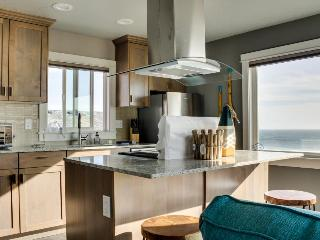 Stunning oceanfront condo w/views - room for 8 and 2 dogs! - Oceanside vacation rentals
