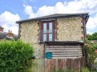 THE GRANARY, apartment, pet-friendly, open plan, nr Henfield, Ref 921932 - Henfield vacation rentals