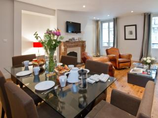 Marais Picasso Luxury 3 Bedroom with A/C - Paris vacation rentals