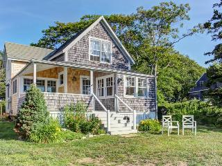 Classic Maine coast cottage with newly remodeled kitchen! - East Boothbay vacation rentals