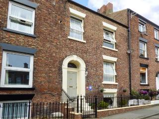 EXPLORER'S REST town centre, two sitting rooms, close to amenities in Whitby Ref 26690 - Whitby vacation rentals