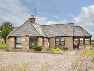 BOGAIRN, all ground floor, king-size bed, en-suite, off road parking, in Aberlour, Ref 925340 - Aberlour vacation rentals