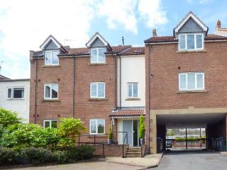 6 EUREKA MEWS, ground floor apartment with en-suite, WiFi, off road parking, near Durham, Ref. 925838 - Durham vacation rentals