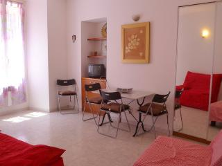 Charming apartment comfortable 5 minutes to beach! - Nice vacation rentals