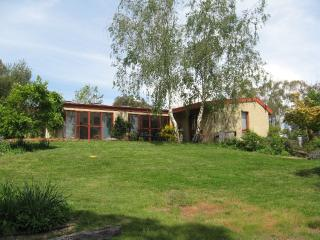 Secluded bushland retreat minutes from Canberra - Sutton vacation rentals