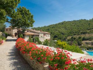 Authentic 4BR farmhouse - Siena vacation rentals