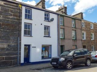 HARBOURSIDE, duplex apartment with WiFi, close to beach and amenities, Porthmadog, Ref 911870 - Porthmadog vacation rentals