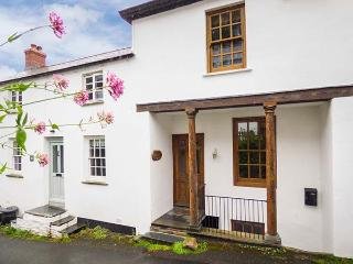 PILLAR HOUSE, Grade II listed property with character features, WiFi, near harbour in Bostcastle, Ref. 23764 - Boscastle vacation rentals
