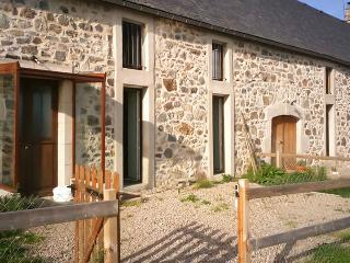 Spacious house in the Auvergne regional natural park with BBQ terrace and stunning mountain views - Marchastel vacation rentals