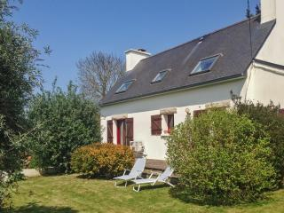 Family-friendly house near the beach in Pordic, Brittany, w/ 3 bedrooms, mature garden and WiFi - Pordic vacation rentals