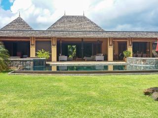 Luxury villa in Mauritius' Tamarina golf resort w/ sunny terrace, private pool, air con and WiFi - Tamarin vacation rentals