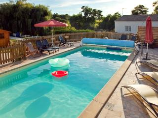 Idyllic cottage apartment near Royan with heated pool & tennis – short drive to Atlantic beaches! - Meursac vacation rentals