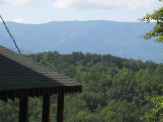 2BR cabin with mountain views, hot tub, game room. - Pigeon Forge vacation rentals