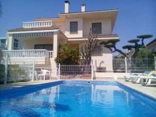 Lovely 5BR Villa with Pool + 200 M to the beach - L'Ampolla vacation rentals