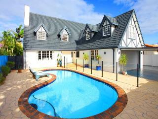 STUNNING LARGE HOUSE, PACIFIC WATERS BROAD BEACH - Mermaid Waters vacation rentals
