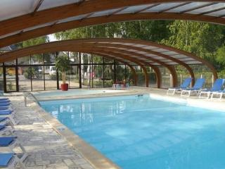 In the Loire Valley, beautiful bungalow at a scenic Onzain resort with 2 pools, multisport field - Onzain vacation rentals