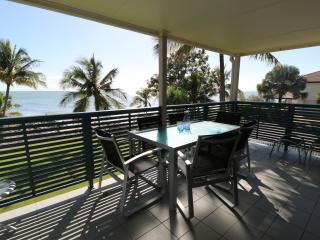 Iluka Apartment on the beach, Dolphin heads Mackay - Mackay vacation rentals