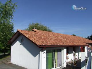 Independent room to let in Mouguerre, at Laurence's place - Mouguerre vacation rentals