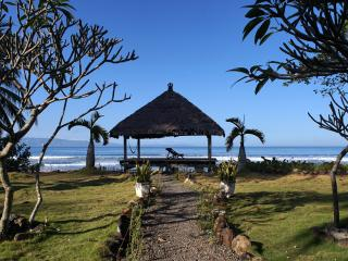 Seavibes Beachfront Villa, Unique Design - Pelabuhan Ratu vacation rentals