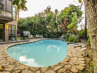 1 mile from Disneyland w/ private pool & hot tub! 25 guests - Anaheim vacation rentals