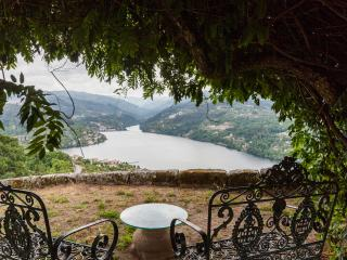 Selfcatering farmhouse- stunning views-private poo - Porto vacation rentals