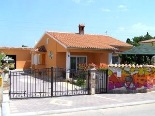 Comfortable apartment Mirjana 1 near Pula - Liznjan vacation rentals