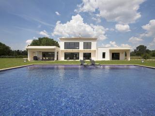 Superb contemporary villa - Aix-en-Provence vacation rentals