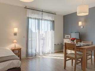Great studio with balcony - Pléneuf-Val-André vacation rentals