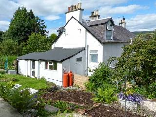 ROSEVALE COTTAGE, great for walking and cycling, lackable bike storage, near Kilcreggan, Ref 919361 - Kilcreggan vacation rentals
