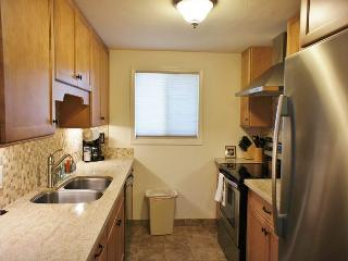 Beautifully Furnished 2 Bedroom 2 full Bath, recently renovated, AC included-SR 55 - Kailua-Kona vacation rentals