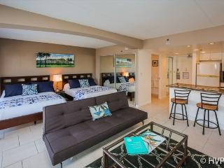 $109 Oct 5 - Oct 9 STEPS TO WAIKIKI BEACH. - Waikiki vacation rentals