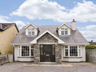 LOVERS' LODGE, detached, ground floor bedrooms, en-suite, parking, garden, in Kilkenny, Ref 927006 - Northern Ireland vacation rentals