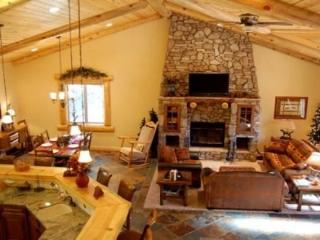 Eden Mountain Lodge:Gorgeous w/ Spa, Pool Table - City of Big Bear Lake vacation rentals