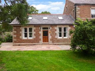 HOLLY LODGE, woodburner, WiFi, pets welcome, private patio, in Appleby-in-Westmorland, Ref. 919062 - Appleby-in-Westmorland vacation rentals