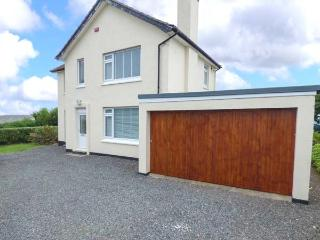 PENVOZE, one of the most southerly in Britain, gardens, ideal for families, in Lizard, Ref 927734 - The Lizard vacation rentals