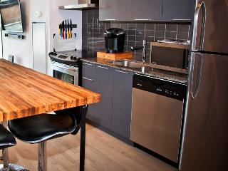 1 bdrm King West Jet Set w/Parking, HDTV, balcony - Toronto vacation rentals