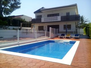5BR - Pool- 200 M to the beach ( With 2 KITCHEN) - L'Ampolla vacation rentals