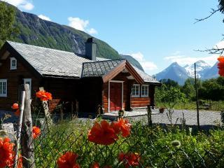 Eldhuset Lovikneset - Vestnes Municipality vacation rentals