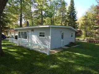 Lazy Acorn Lake House - Cadillac vacation rentals