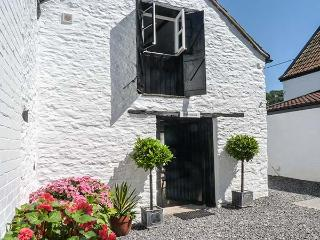 THE BAKEHOUSE one of a group, romantic retreat, woodburning stove, WiFi in Winscombe Ref 927124 - Winscombe vacation rentals