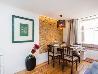 Loios B, amazing 1 bedroom apartment in Alfama - Lisbon vacation rentals