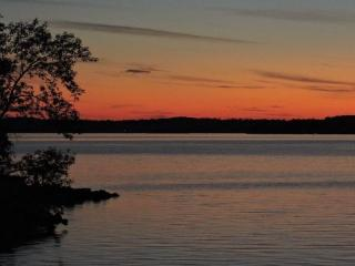 Cottage with beautiful sunsets and great fishing - Gores Landing vacation rentals