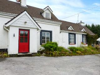 THE SANCTUARY, open fire, solid fuel stove, WiFi,  garden pet-friendly cottage near Corofin, Ref 924287 - County Clare vacation rentals