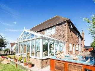 St Michaels - Log Burner, Hot Tub, Gym & Pool Room - Whitstable vacation rentals