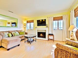 Walk to Beach or Bay, 3 BR with A/C - BOOK NOW for OCTOBER DATES! - Newport Beach vacation rentals